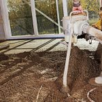 Auch Schüttungen können beim Fußbodenaufbau dabei helfen, den Boden auf eine notwendige Höhe zu bringen.