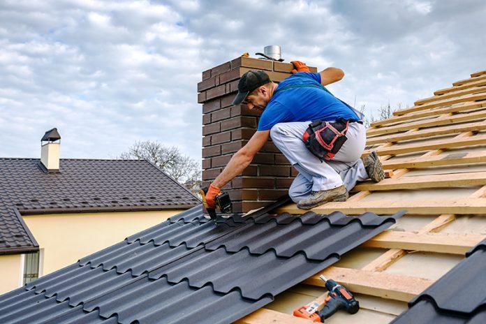 Die Materialauswahl bei der Dacheindeckung sollte gut überlegt sein.