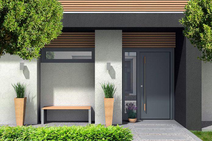 Die Haustür trägt wesentlich zum Gesicht des Hauses bei. Trotzdem sollten Sie auch auf andere Eigenschaften als die Optik achten.