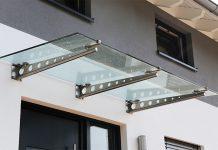 Vordächer müssen nicht nur einen praktischen Zweck erfüllen. Richtig ausgeführt wirken sie auch als gestalterisches Element.