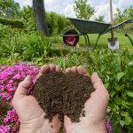 Verwerten Sie ihre organischen Abfälle, denn Kompost ist der Bodenverbesserer schlechthin. Ihre Pflanzen werden es Ihnen danken.