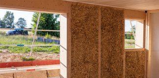 Der Strohballenbau bietet viele Vorteile. Vor allem besticht er durch seine gute Wärmedämmfähigkeit.