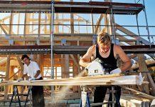 Bemerkenswert: Ein Massivholzhaus bietet teilweise besseren Brandschutz als ein Betonbau.