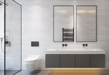 In einem kleinen Bad sind die Beleuchtung und die Auswahl der Fliesen von besonders hoher Wichtigkeit.