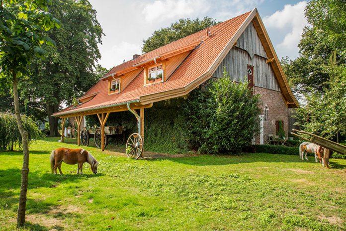 Traumhaft schön: Das Dach des Bauernhofs wurde mit Hohlfalzziegeln von Nelskamp eingedeckt.