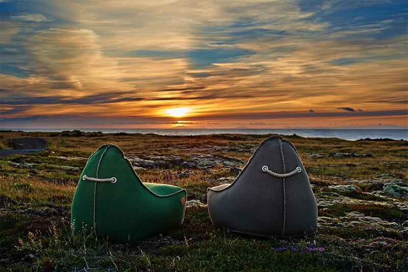 Ein gemütlicher Abend im isländischen Sonnenschein: Die RETROit Cobana Sitzsäcke von SACKit.