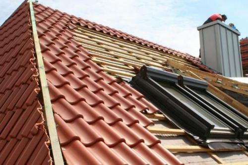 Vom Pflasterklinker über Hinter- und Vormauerziegel bis zum Dach reichen die Einsatzmöglichkeiten des Steins aus gebranntem Ton.